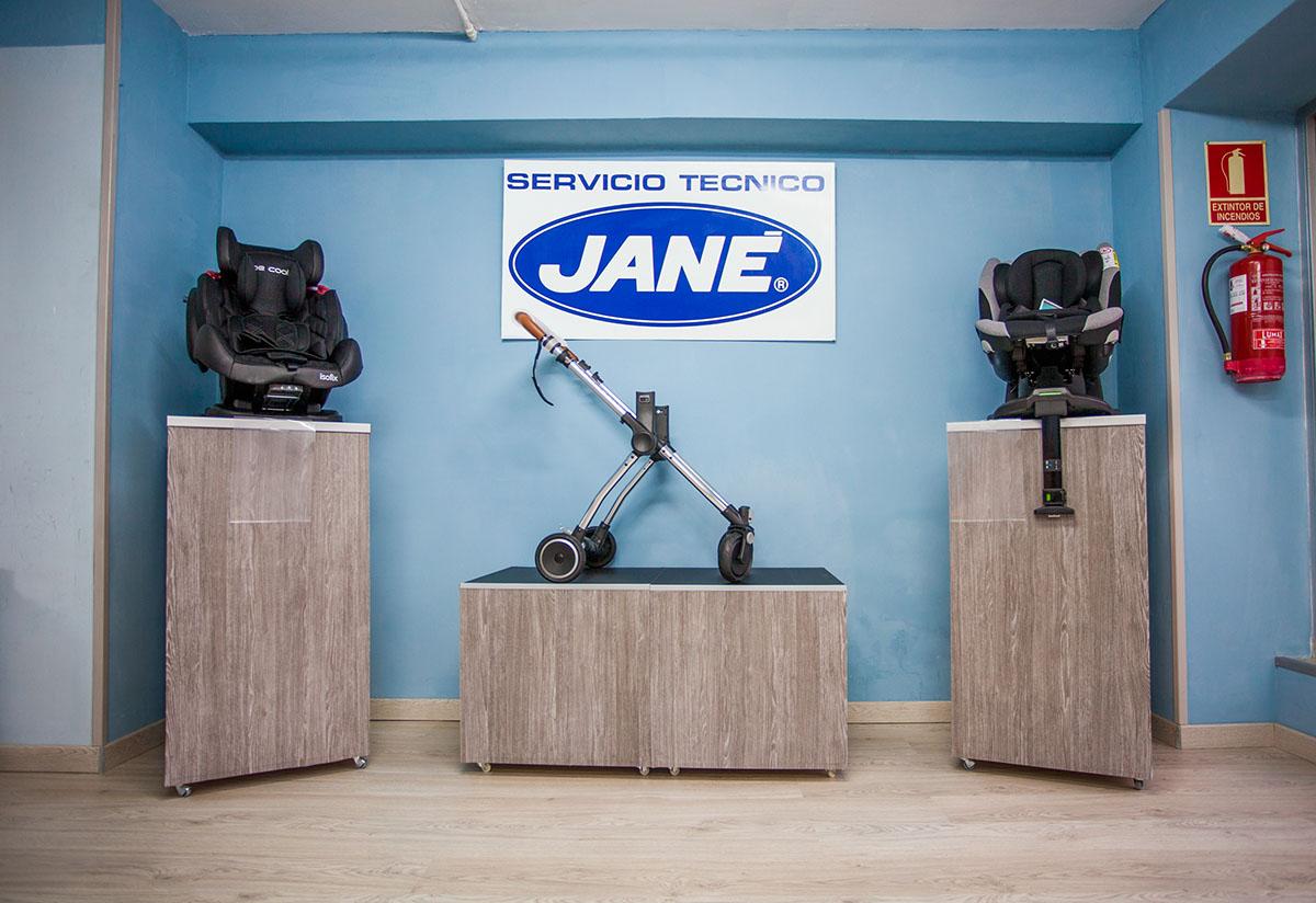 Compra en nuestra tienda online del servicio técnico oficial de la marca de Jané, accesorios de todo tipo para bebés, en Madrid. ¡Contáctanos!