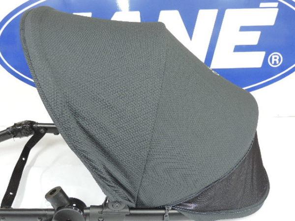 Capota para modelos de jane rider y epic de la silla se puede abrir por medio de una cremallera y hay una rejilla para que pueda circular el aire