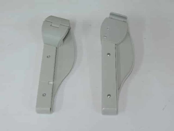 Son los soportes que sirven para poner la bandeja de jane para la trona sigma color gris